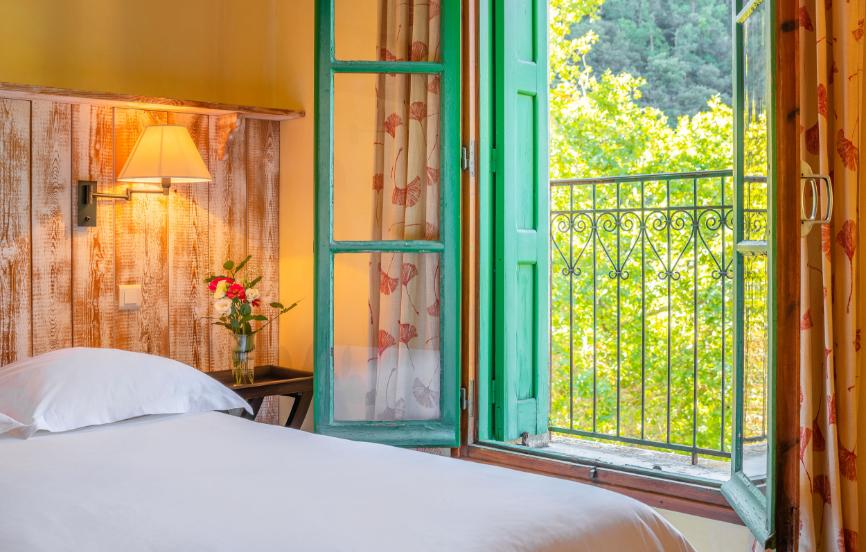 Molitg-Grand-Hotel-Vue-Nature-Sauvage-Retarite-Botanique